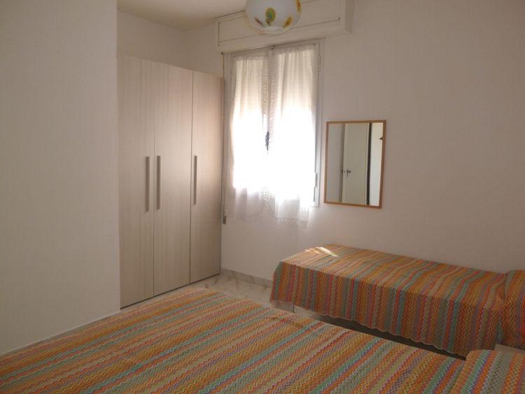 Affittasi sul Lungomare del Lido di Pomposa appartamento bilocale al quinto piano con bellissima VISTA MARE. - la camera con letto matrimoniale e letto singolo