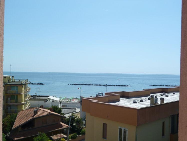 Affittasi sul Lungomare del Lido di Pomposa appartamento bilocale al quinto piano con bellissima VISTA MARE. - la vista mare dal balcone