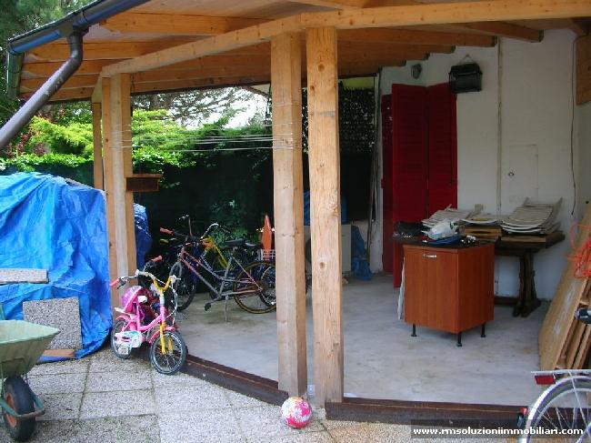In vendita ai Lidi Ferraresi, in residence con piscine, villetta monolocale con spazioso giardino privato. - Esterno