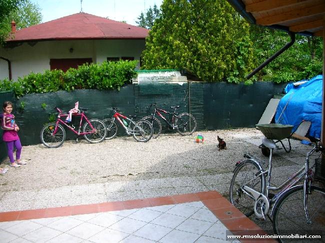 In vendita ai Lidi Ferraresi, in residence con piscine, villetta monolocale con spazioso giardino privato. - Giardino