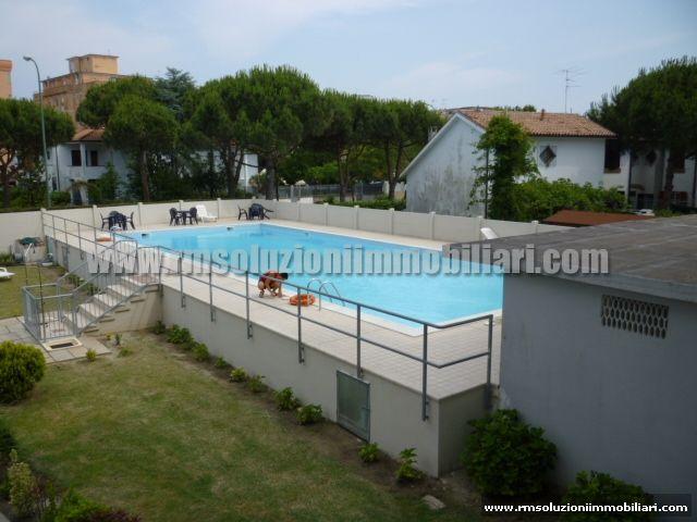 A 200 mt dalla spiaggia appartamento trilocale al primo piano in condominio con piscina. - la piscina condominiale