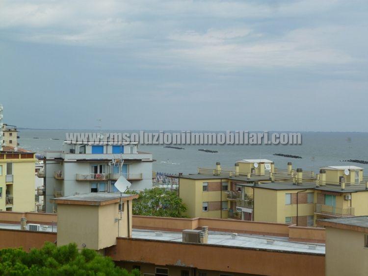 Tre locali con bellissima vista fronte mare in appartamento a 40 mt dalla spiaggia ai Lidi Ferraresi - la vista fronte mare dal soggiorno