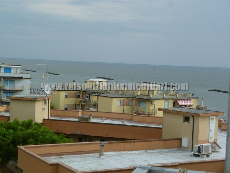 Tre locali con bellissima vista fronte mare in appartamento a 40 mt dalla spiaggia ai Lidi Ferraresi - la vista mare dalla cameretta