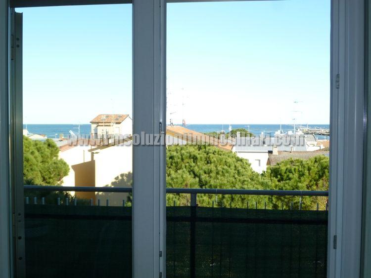 A Porto Garibaldi, a 200 mt da spiaggia e porto canale, in vendita spazioso trilocale VISTA MARE con DUE CAMERE MATRIMONIALI, POSTO AUTO e RISCALDAMENTO. -